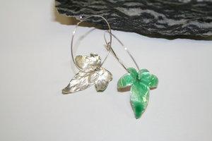 Murgröna örhängen emalj