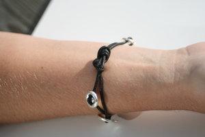 Knäppt armband